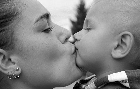 critique allaitement maternel